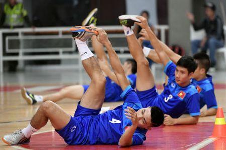 Tuyen futsal Viet Nam duoc bao ve nghiem ngat - Anh 6