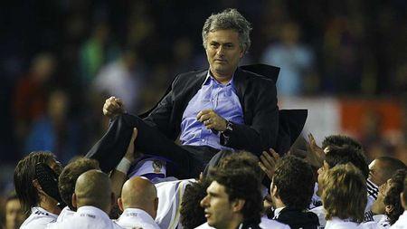 Nhung lan doi dau kinh dien cua Mourinho voi Pep Guardiola - Anh 8