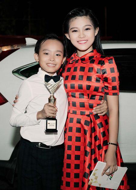 Phi Nhung trao cup Ca si an tuong VTV Awards cho con nuoi Ho Van Cuong - Anh 12