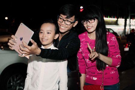 Phi Nhung trao cup Ca si an tuong VTV Awards cho con nuoi Ho Van Cuong - Anh 13