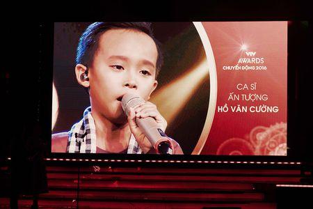 Phi Nhung trao cup Ca si an tuong VTV Awards cho con nuoi Ho Van Cuong - Anh 6