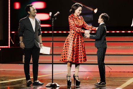 Phi Nhung trao cup Ca si an tuong VTV Awards cho con nuoi Ho Van Cuong - Anh 7