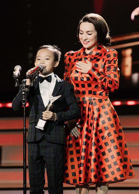 Phi Nhung trao cup Ca si an tuong VTV Awards cho con nuoi Ho Van Cuong - Anh 8