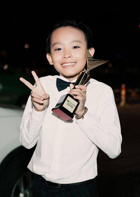 Phi Nhung trao cup Ca si an tuong VTV Awards cho con nuoi Ho Van Cuong - Anh 9