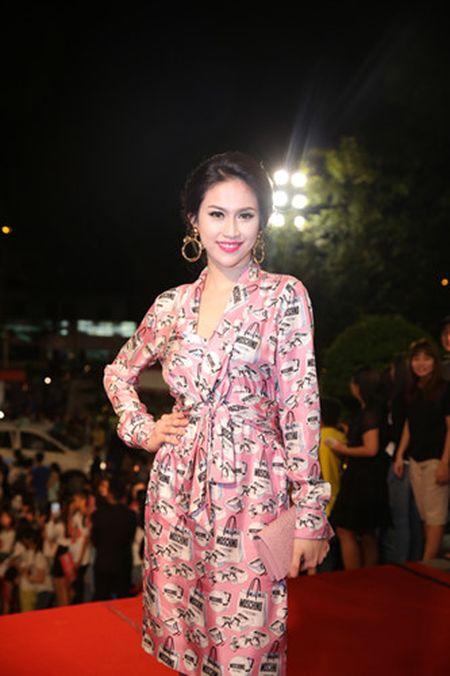 Dan my nhan Viet long lay hoi ngo tren tham do VTV Awards - Anh 1