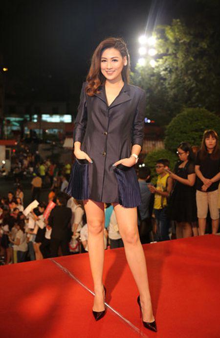 Dan my nhan Viet long lay hoi ngo tren tham do VTV Awards - Anh 3
