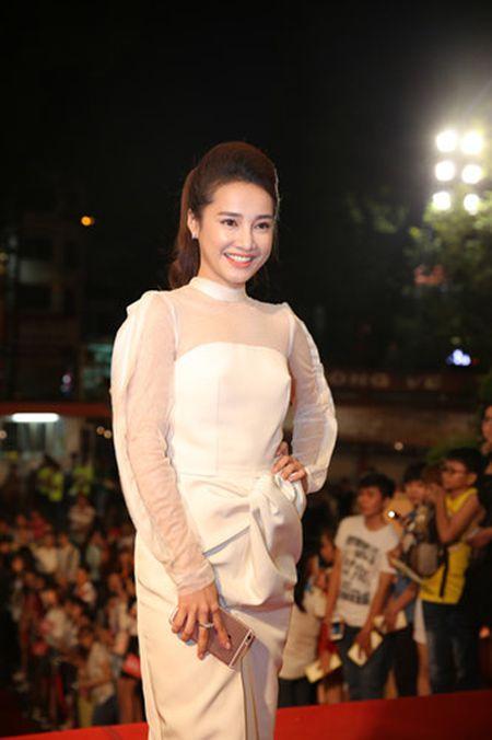 Dan my nhan Viet long lay hoi ngo tren tham do VTV Awards - Anh 8