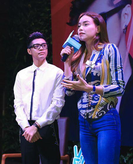 Ha Ho 'lap lung' khoe vong 1 den mung Noo Phuoc Thinh - Anh 3