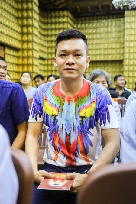Sao Viet lam le cau an cho Minh Thuan dung ngay sinh nhat - Anh 3