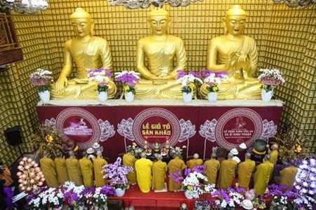 Sao Viet lam le cau an cho Minh Thuan dung ngay sinh nhat - Anh 7