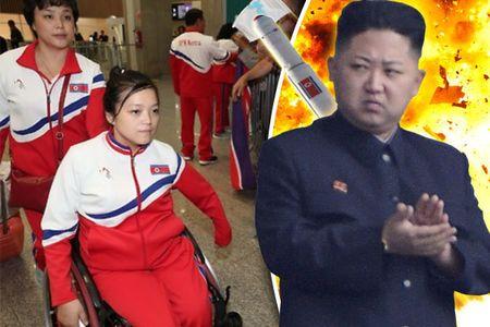 Kim Jong-un don 2 VDV khuyet tat Trieu Tien toi 'cua tu' - Anh 1