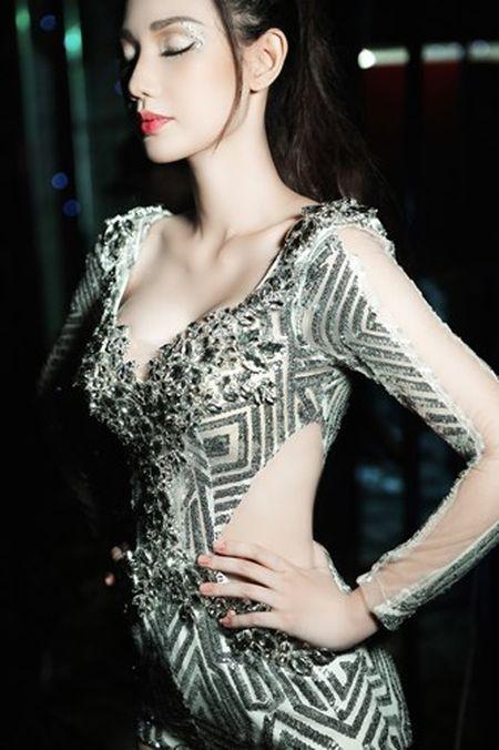"""""""Gai mot con"""" Quynh Chi ngay cang sexy kho cuong - Anh 2"""