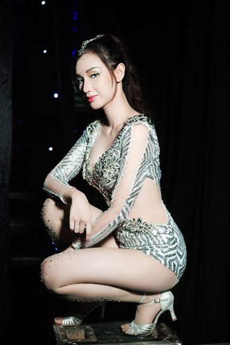 """""""Gai mot con"""" Quynh Chi ngay cang sexy kho cuong - Anh 3"""