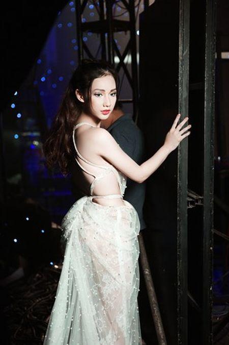 """""""Gai mot con"""" Quynh Chi ngay cang sexy kho cuong - Anh 7"""