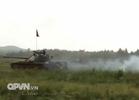 Muc so thi dan tang T-54 Viet Nam hung dung na phao - Anh 12