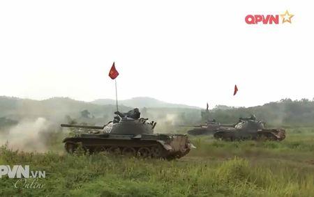 Muc so thi dan tang T-54 Viet Nam hung dung na phao - Anh 13