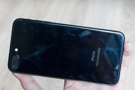 So sanh 3 mau cua iPhone: Space Grey - Black - Jet Black, may mau Den khi tray se nhu the nao? - Anh 14