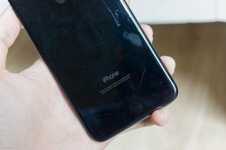 So sanh 3 mau cua iPhone: Space Grey - Black - Jet Black, may mau Den khi tray se nhu the nao? - Anh 15
