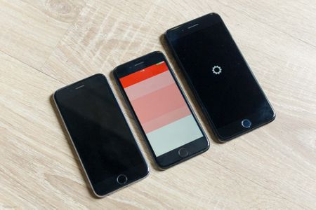 So sanh 3 mau cua iPhone: Space Grey - Black - Jet Black, may mau Den khi tray se nhu the nao? - Anh 3