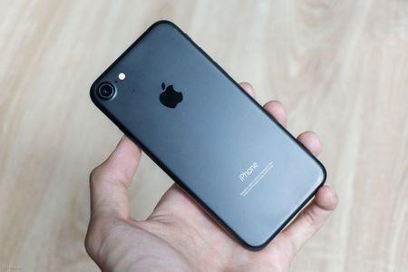 So sanh 3 mau cua iPhone: Space Grey - Black - Jet Black, may mau Den khi tray se nhu the nao? - Anh 8