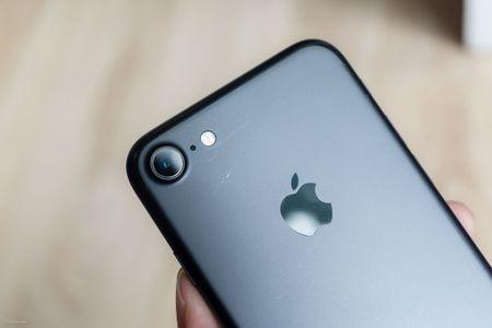 So sanh 3 mau cua iPhone: Space Grey - Black - Jet Black, may mau Den khi tray se nhu the nao? - Anh 9