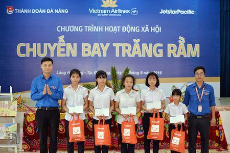 Ruoc den, pha co tren may bay Vietnam Airlines - Anh 1