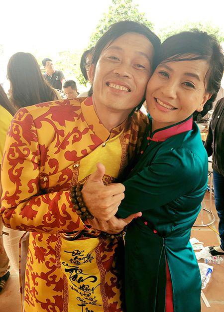 Cat Phuong phan ung gay gat khi Hoai Linh bi don xay nha tho To de kinh doanh - Anh 2