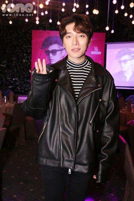 Noo Phuoc Thinh duoc sao Viet 'tiep suc' truoc 'Asia Song Festival 2016' - Anh 9