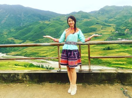 Hoa hau My Linh di sneaker don de nhay sap o Sapa - Anh 3