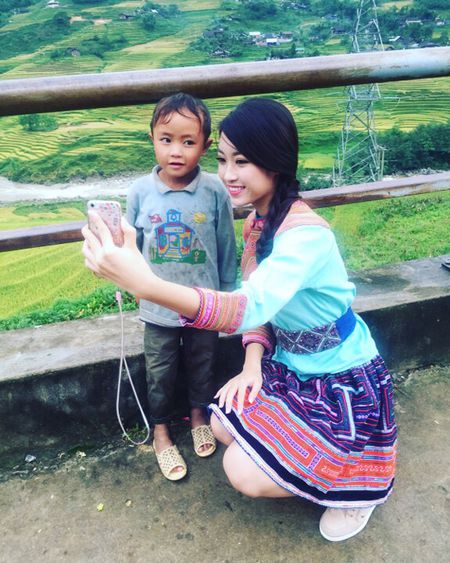 Hoa hau My Linh di sneaker don de nhay sap o Sapa - Anh 5