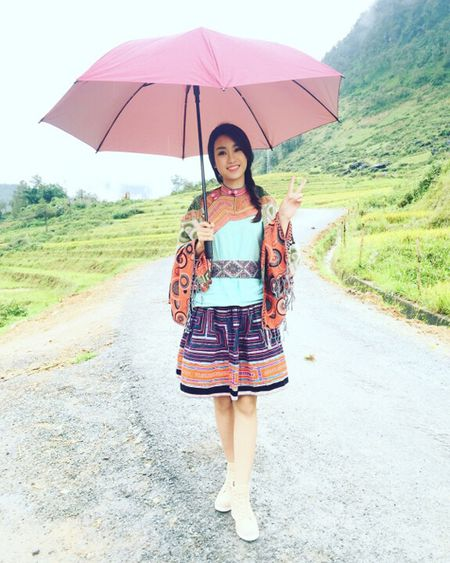 Hoa hau My Linh di sneaker don de nhay sap o Sapa - Anh 6