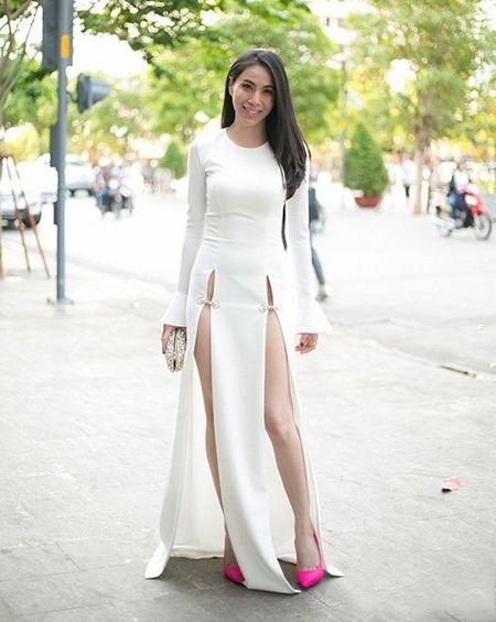 Ngoc Trinh noi got Thuy Tien voi vay xe cao nhuc mat - Anh 4