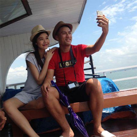 Hai con Hong Nhung thich thu kham pha cong viec lam vuon - Anh 6