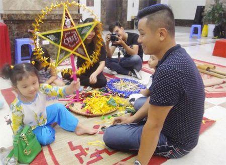 Hai con Hong Nhung thich thu kham pha cong viec lam vuon - Anh 8