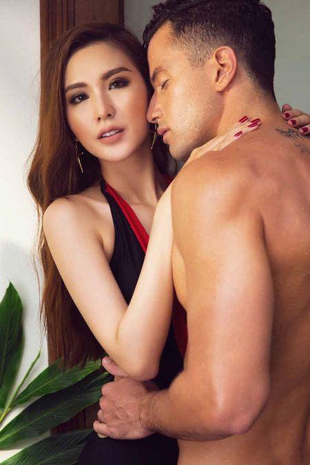 Ngoc Loan The Face dien bikini khieu khich ben Nam vuong the gioi - Anh 4