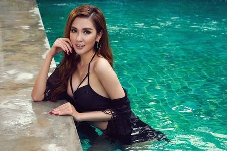Ngoc Loan The Face dien bikini khieu khich ben Nam vuong the gioi - Anh 5