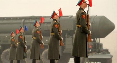 Top 8 vu khi manh nhat cua Nga khien ca the gioi 'khiep via' - Anh 3