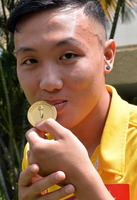 FIFA phong van nhung nguoi hung cua futsal Viet Nam - Anh 2