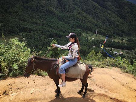Bhutan 'Quoc gia hanh phuc nhat the gioi' qua goc nhin cua hoa hau Du lich VN - Anh 1