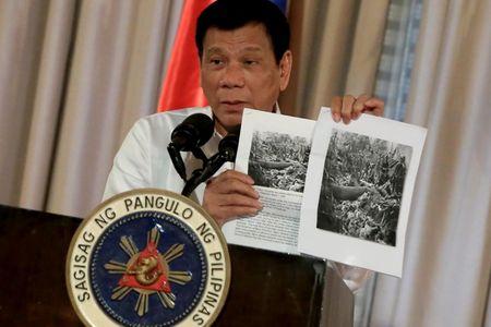 Tong thong Duterte noi mot loi, nhieu co quan phai vao cuoc phan tran - Anh 1
