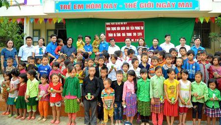 A hau Thanh Tu mang Tet Trung thu som len cao nguyen - Anh 1