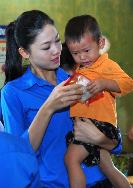 A hau Thanh Tu mang Tet Trung thu som len cao nguyen - Anh 2