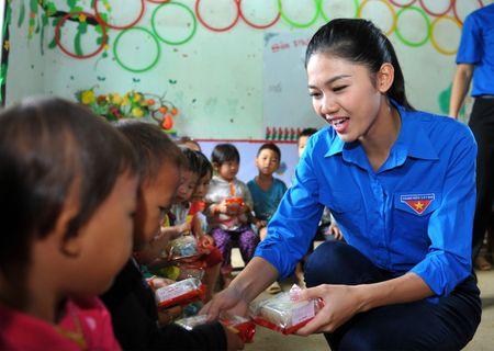 A hau Thanh Tu mang Tet Trung thu som len cao nguyen - Anh 3