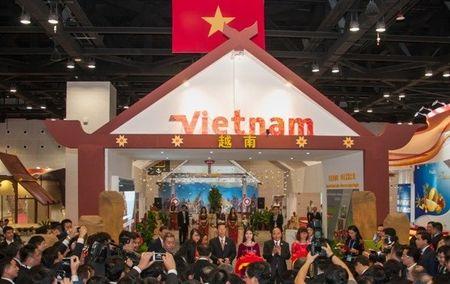 "Khai truong Khu gian hang quoc gia ""Thanh pho Dep"" Buon Ma Thuot tai CAEXPO 2016 - Anh 1"