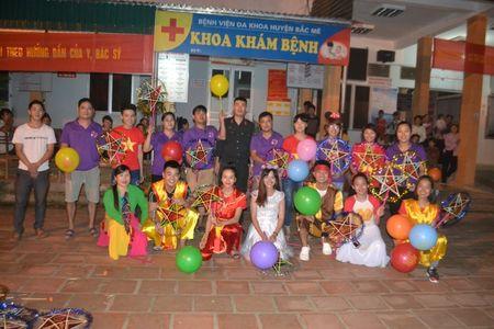 Ha Giang: Mang Trung thu den voi tre em ngheo tai benh vien - Anh 1