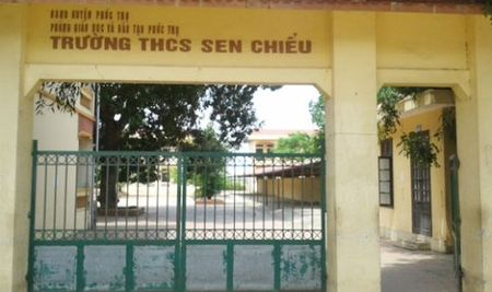 Truong THCS Sen Chieu (Phuc Tho, Ha Noi): Truong ban Thanh tra nhan dan bi tru dap khi to cao sai pham? - Anh 1