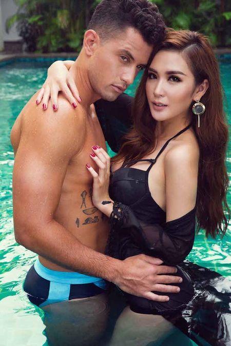 'Nam vuong Dai su Hoan vu' lo nhieu hinh xam trong bo anh bikini cung Ngoc Loan - Anh 7