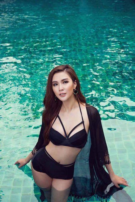 'Nam vuong Dai su Hoan vu' lo nhieu hinh xam trong bo anh bikini cung Ngoc Loan - Anh 9