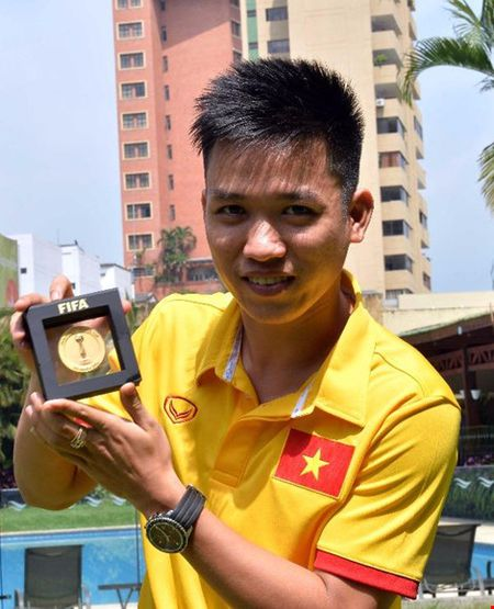 Nguoi hung Futsal Minh Tri, Van Vu 'ghi ban' tren FIFA TV - Anh 2