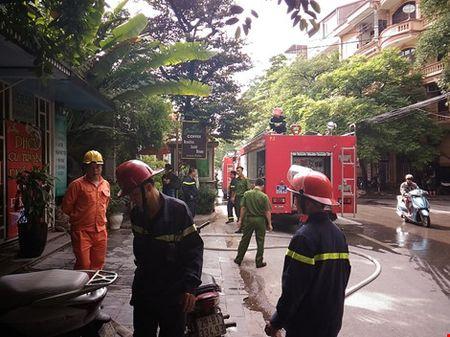 Chay ngun ngut tai quan cafe tren pho Phan Ke Binh - Anh 3